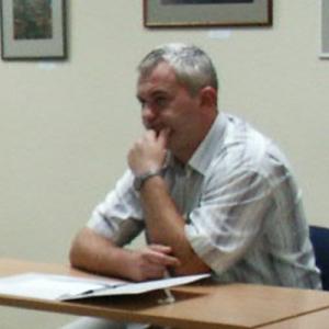 Dr. Maciej Paruzel